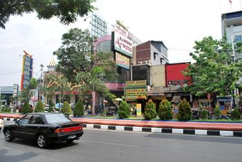Jalan Pandadaran wisata Seamrang