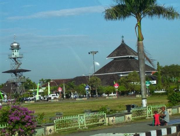 Masjid Agung Demak - Rental mobil Semarang