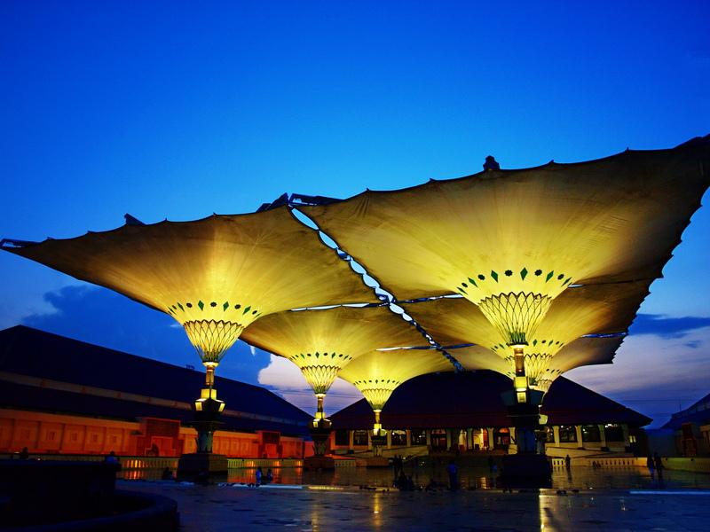Wisata Religi di Masjid Agung Jawa Tengah Semarang bersama Semberani rent