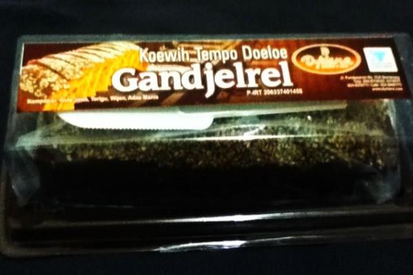 Roti Gandjel Rel atau Ganjel Rel dari Semarang